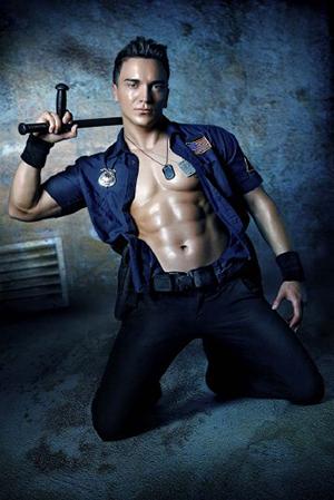 Striptänzer als amerikanischer Polizist